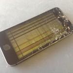 iPhoneのガラス割れ そのまま使用しても大丈夫?